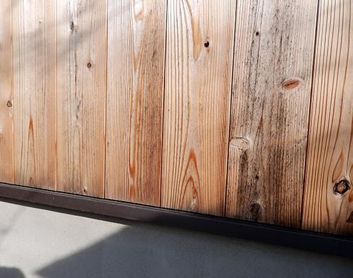 六年を経たスギ赤板製外壁材