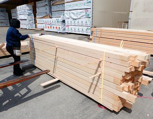 ヒノキ製化粧垂木と隅木03