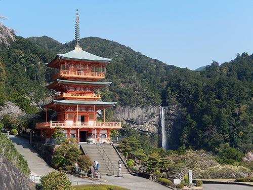 三重塔と那智御滝