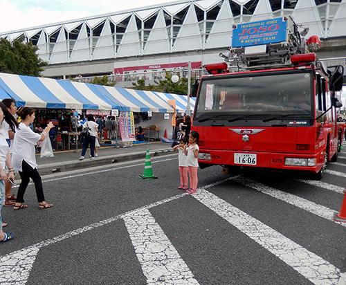 消防車と01