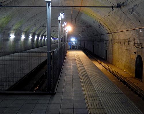 下り長岡行き普通列車入線